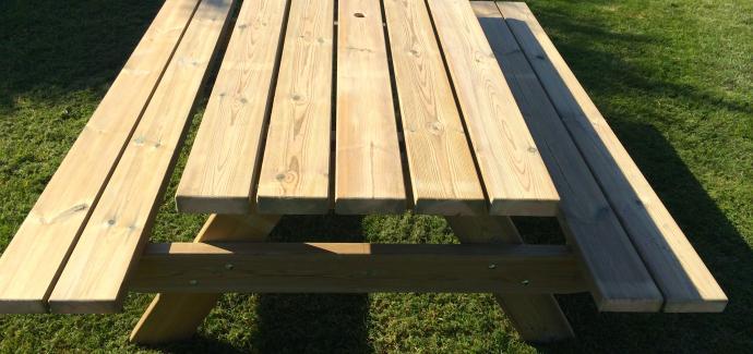 Table disponible en 2m00 et 2m50 (  épicéa traitée à coeur 45*120 )